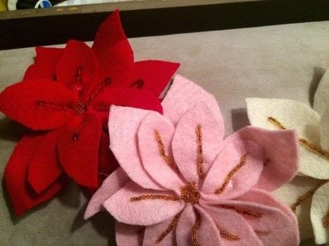 X-mas flowers .  Make a Christmas tree ornament in under 60 minutes by sewing with scissors, felt, and thread. Inspired by christmas. Creation posted by PinkWeeds.  in the Sewing section Difficulty: Easy. Cost: No cost.