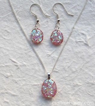 Here's how to turn gorgeous glittery resin nuggets into wearable jewellery .  Free tutorial with pictures on how to make a resin pendant in under 120 minutes by jewelrymaking and resinworking with ring, e6000 glue, and florist's foam. How To posted by Kathryn {Craft me Happy}.  in the Jewelry section Difficulty: 3/5. Cost: 4/5. Steps: 18