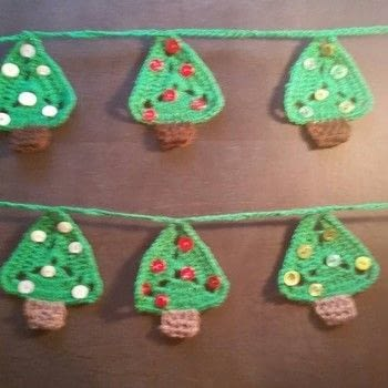 Christmas Tree Bunting .  Make bunting in under 120 minutes by yarncrafting, crocheting, and hand sewing with wool, wool, and  buttons. Inspired by christmas. Creation posted by LoupLou.  in the Yarncraft section Difficulty: Easy. Cost: 3/5.