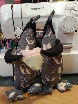 Cute cuddly penguins .  Make a penguin plushie in under 60 minutes by hand sewing and machine sewing with cotton cloth, cotton cloth, and wadding. Inspired by penguins. Creation posted by LoupLou.  in the Sewing section Difficulty: 4/5. Cost: 3/5.