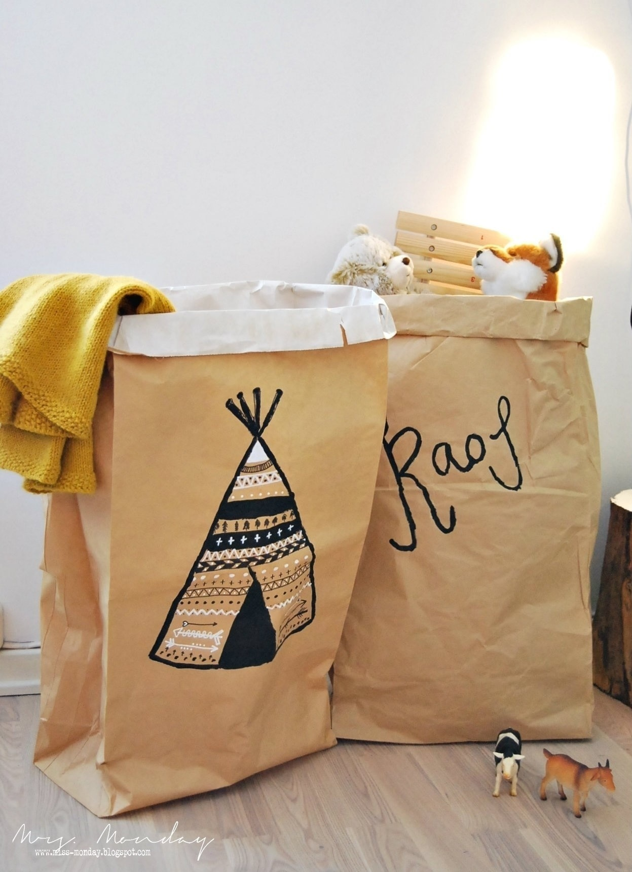 Paper Bag Storage . Free Tutorial With Pictures On How To Make A Bowl Or  Basket