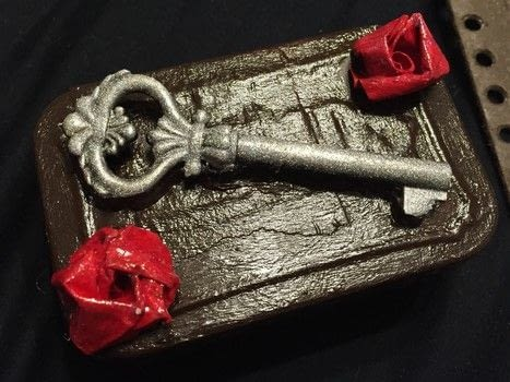 A special ring box .  Make a ring storage unit in under 120 minutes by creating, constructing, decorating, embellishing, paper folding, and not sewing with denim, fabrics, and altoid tin. Inspired by roses. Creation posted by Kinhime Dragon.  in the Home + DIY section Difficulty: Simple. Cost: No cost.