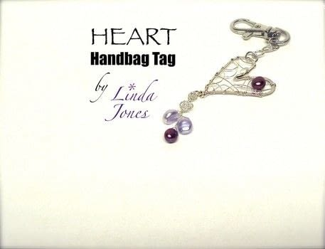 Make a wire heart bag tag .  Free tutorial with pictures on how to make a wire charm in under 45 minutes by jewelrymaking and wireworking with pliers, wire cutters, and hammer. Inspired by hearts. How To posted by Linda J.  in the Jewelry section Difficulty: 3/5. Cost: Cheap. Steps: 7