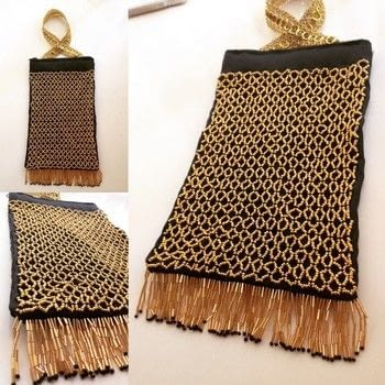 20s style beaded bag .  Make a handbag in under 120 minutes using beads, beading thread, and needle. Creation posted by Markee R.  in the Needlework section Difficulty: 4/5. Cost: 3/5.