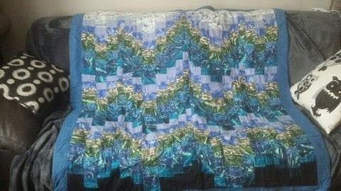 Blue from sea to sky .  Make a patchwork quilt by sewing and patchworking with fabrics and sewing machine. Creation posted by Claudia Freitas.  in the Sewing section Difficulty: Simple. Cost: Cheap.