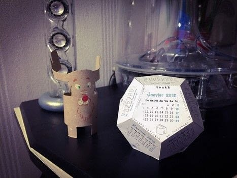 2016 calendar by tonkR .  Free tutorial with pictures on how to make a paperweight in under 20 minutes using paper, scissors, and glue. How To posted by christophe F.  in the Papercraft section Difficulty: Simple. Cost: No cost. Steps: 1