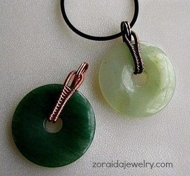 How to Dress up a Donut with a Wireweave Bail .  Free tutorial with pictures on how to make a pendant necklace in under 60 minutes by jewelrymaking with wire, wire cutters, and round nose pliers. How To posted by zoraida.bros.  in the Jewelry section Difficulty: 4/5. Cost: No cost. Steps: 11