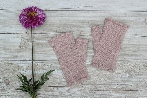 Simple is Best! .  Free tutorial with pictures on how to make mittens in under 180 minutes by knitting with yarn and knitting needles. How To posted by Liesl M.  in the Yarncraft section Difficulty: Easy. Cost: No cost. Steps: 4