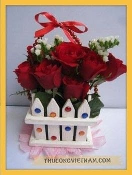 How to make flower basket from wooden fence .  Free tutorial with pictures on how to make a gift basket in under 60 minutes using flowers and wood. Inspired by plants, flowers & trees. How To posted by Vinacraft.  in the Other section Difficulty: Simple. Cost: 3/5. Steps: 7