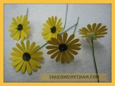How to make a flower pot from craft punch!!! .  Free tutorial with pictures on how to make a patterns in 9 steps using paper, shape punch, and flower pot. Inspired by crafts and flowers. How To posted by Vinacraft.  in the Decorating section Difficulty: Easy. Cost: 3/5.