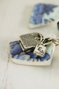 Use a simple transfer technique to create faux china charms from polymer clay .  Free tutorial with pictures on how to sculpt a clay bracelet in under 150 minutes by jewelrymaking with willow pattern plate, paper, and polymer clay. Inspired by tea and blue. How To posted by Helen Bowen.  in the Jewelry section Difficulty: 3/5. Cost: Cheap. Steps: 10
