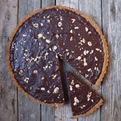 Square 113170 2f2016 01 27 215040 fg yes%2bchocolate hazelnut tart tart with slice out