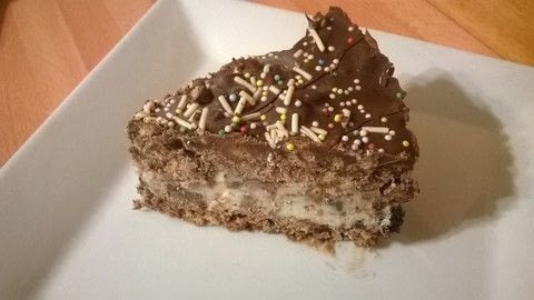 .  Free tutorial with pictures on how to bake an ice cream cake in under 30 minutes using chocolate spread, mini marshmallows, and rice krispies. Recipe posted by Super Madcow.  in the Recipes section Difficulty: Easy. Cost: Cheap. Steps: 8
