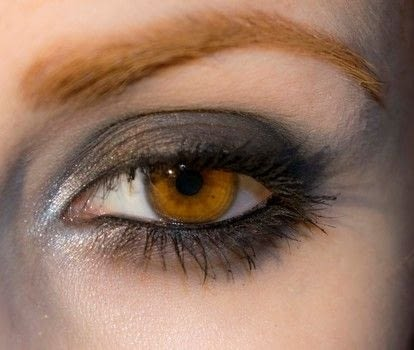 Simple Rock and messy look .  Free tutorial with pictures on how to create a bold eyeliner look in under 10 minutes by applying makeup with eye pencil, eyeshadow primer, and blush. Inspired by red velvet and black. How To posted by Patricia V.  in the Beauty section Difficulty: Easy. Cost: Cheap. Steps: 11
