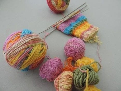 Use up all of your bits and pieces with this easy Magic Ball tutorial .  Free tutorial with pictures on how to make a yarn in under 120 minutes by yarncrafting with knitting yarn, darning needle, and scissors. How To posted by Ram Wools.  in the Yarncraft section Difficulty: Easy. Cost: Absolutley free. Steps: 5