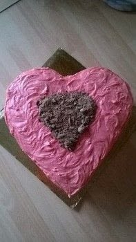 Valentines Cake  .  Free tutorial with pictures on how to bake a chocolate cake in under 120 minutes by cooking, baking, decorating food, and cake decorating with velvet, chocolate cake, and buttercream icing. Recipe posted by Super Madcow.  in the Recipes section Difficulty: 3/5. Cost: Cheap. Steps: 11