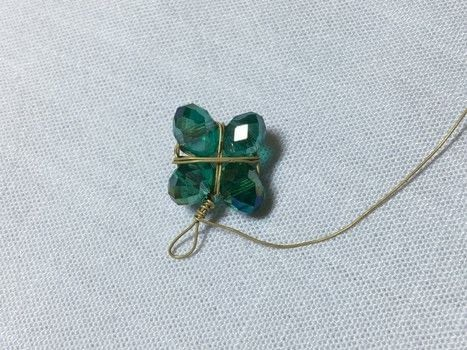 Wire Wrap Some Easy Free-form Lucky Charms .  Free tutorial with pictures on how to make a charms in under 10 minutes by jewelrymaking and wireworking with wire, beads, and nippers. Inspired by st patrick's day. How To posted by Pam.  in the Jewelry section Difficulty: Easy. Cost: Absolutley free. Steps: 5