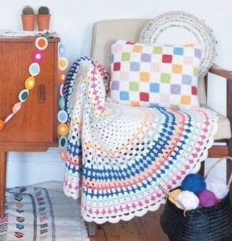 Crochet Home .  Free tutorial with pictures on how to stitch a knit or crochet blanket in 5 steps by crocheting with crochet hook, yarn, and yarn needle. How To posted by FW Media.  in the Yarncraft section Difficulty: 3/5. Cost: 3/5.