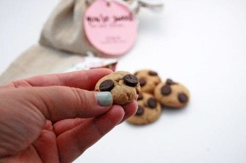 Treat someone sweet with these chocolate chip cookie bites! .  Bake a cookie in under 60 minutes using chocolate chip cookie . Inspired by gifts, cookies, and chocolate chip. Creation posted by The Party Girl.  in the Recipes section Difficulty: Easy. Cost: No cost.