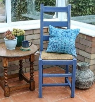 Upcycle old furniture with contrasting colours .  Free tutorial with pictures on how to make a chair in under 120 minutes by decorating with wool, cloth, and sand paper. How To posted by Cassiefairy.  in the Home + DIY section Difficulty: Simple. Cost: 3/5. Steps: 6