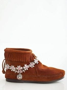 Boot Bling .  Free tutorial with pictures on how to make an anklet in under 25 minutes by jewelrymaking with ribbon, ribbon, and ring. How To posted by GMC Group.  in the Jewelry section Difficulty: Simple. Cost: Cheap. Steps: 6