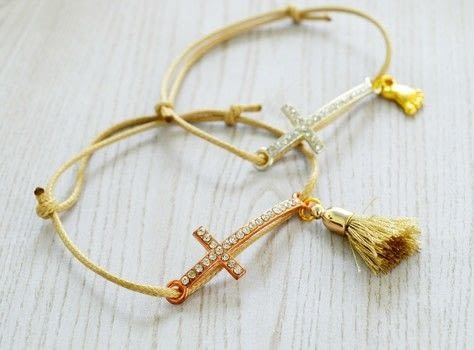 How to make baptism favors. .  Free tutorial with pictures on how to make a bracelet in under 10 minutes by jewelrymaking with cord, charms, and cross charm. Inspired by greece. How To posted by ntina.ntonti.  in the Jewelry section Difficulty: Easy. Cost: 3/5. Steps: 5