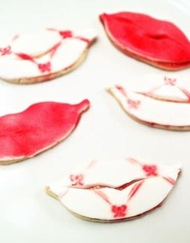 Airbrush stencilled lip cookies  .  Free tutorial with pictures on how to bake a cookie in under 45 minutes by baking and decorating food with airbrush, butter, and sugar. Recipe posted by Cat Morley.  in the Recipes section Difficulty: Easy. Cost: No cost. Steps: 8
