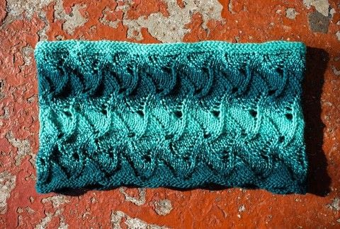 Beecham Cowl How-To .  Free tutorial with pictures on how to make a cowl in 8 steps by yarncrafting and knitting How To posted by Tanis G.  in the Yarncraft section Difficulty: Simple. Cost: No cost.