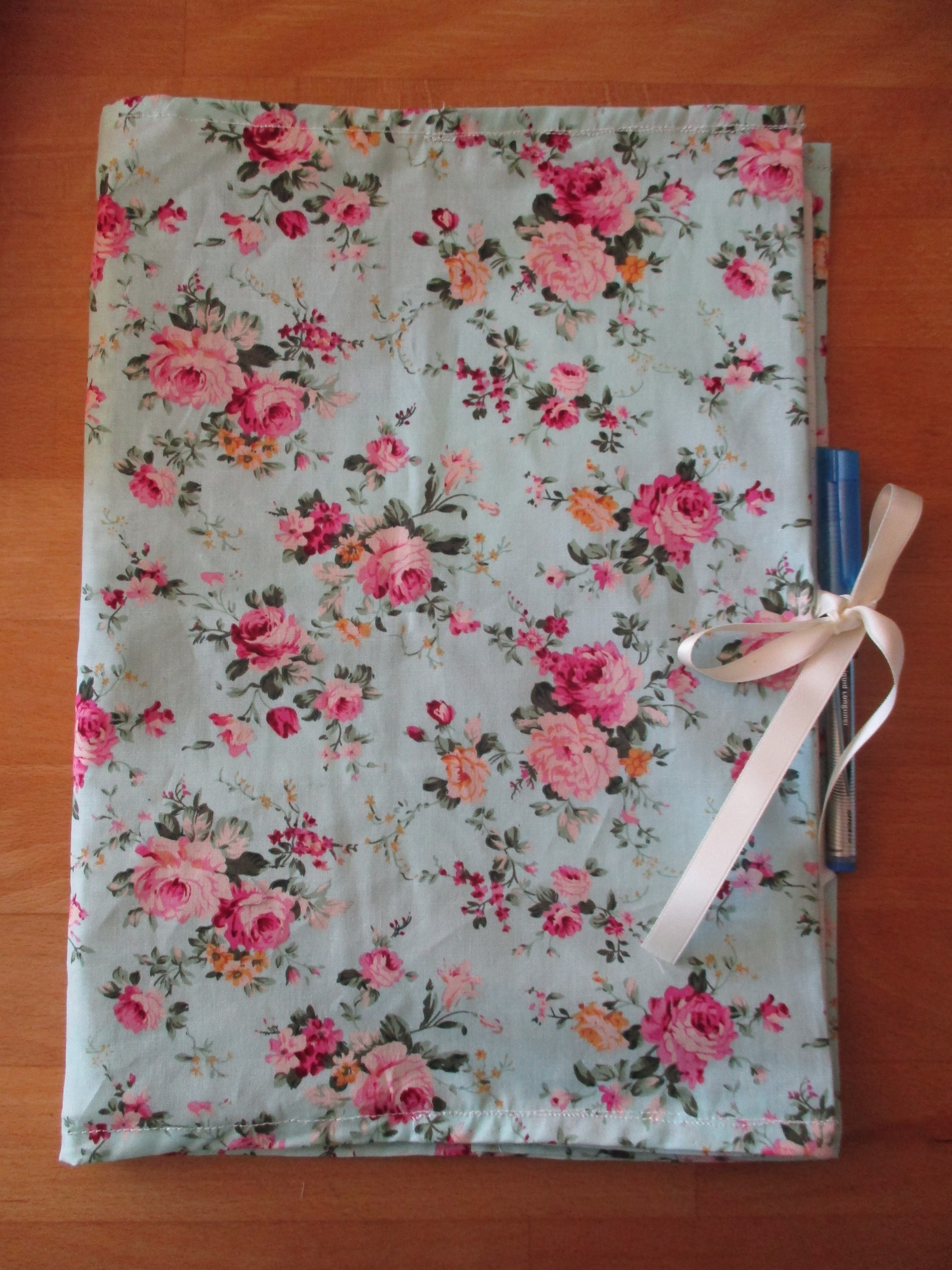 Make Adjustable Fabric Book Cover : Fabric folder · how to make a book cover sewing