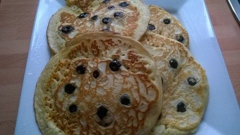 Scottish Pancakes with blueberries  .  Free tutorial with pictures on how to make a pancake / a waffle in under 25 minutes by cooking with plain flour, baking powder, and sugar. Recipe posted by Super Madcow.  in the Recipes section Difficulty: Easy. Cost: Cheap. Steps: 8