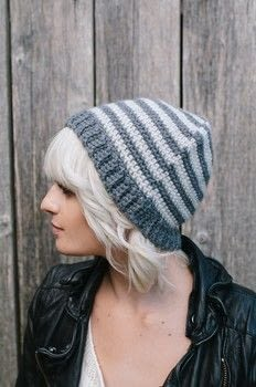 An easy-to-make beanie hat .  Free tutorial with pictures on how to make a hat in 2 steps using aran yarn, aran yarn, and crochet hook. Inspired by gifts. How To posted by toftalpacashop.  in the Yarncraft section Difficulty: Simple. Cost: 3/5.