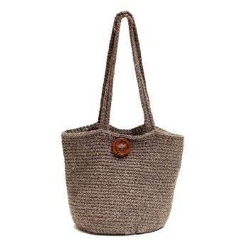 A simple but gorgeous hardwearing design .  Free tutorial with pictures on how to make a shoulder bag in 1 step using chunky yarn, crochet hook, and wooden buttons. Inspired by gifts. How To posted by toftalpacashop.  in the Yarncraft section Difficulty: Simple. Cost: 3/5.