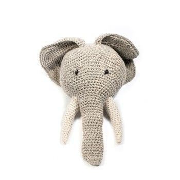 A striking and fun design .  Free tutorial with pictures on how to make a taxidermy mount in 1 step by crocheting with chunky yarn, yarn, and dk yarn. Inspired by gifts and elephants. How To posted by toftalpacashop.  in the Yarncraft section Difficulty: Simple. Cost: 3/5.