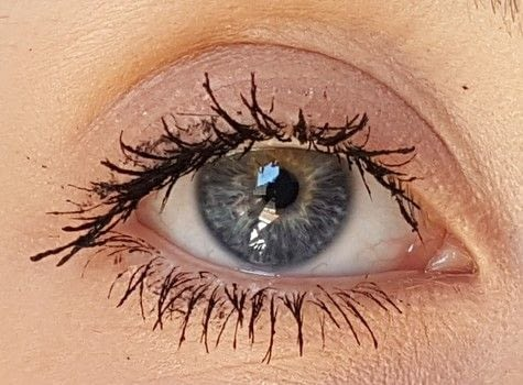 LONG LASHES WITH NO FALSES ONES .  Free tutorial with pictures on how to makeover your eyelashes in under 5 minutes by applying makeup with mascara and translucent powder. How To posted by Jessica M.  in the Beauty section Difficulty: Easy. Cost: No cost. Steps: 4