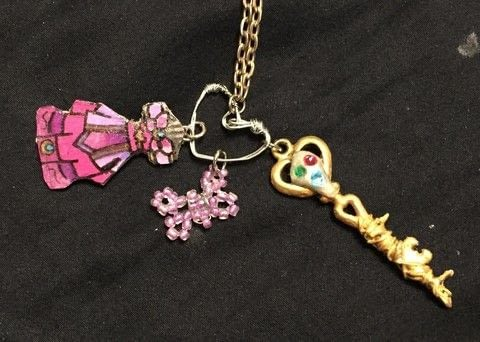 .  Make a key pendant in under 60 minutes Inspired by anime & manga and hearts. Version posted by Kinhime Dragon. Difficulty: 3/5. Cost: Absolutley free.