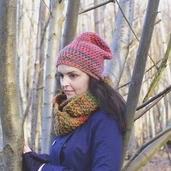 Wrap up warm in a rich Autumn cowl .  Free tutorial with pictures on how to make a cowl in under 180 minutes by crocheting with chunky yarn, tapestry needle, and crochet hook. How To posted by Woolly Truckle.  in the Yarncraft section Difficulty: Simple. Cost: Absolutley free. Steps: 3