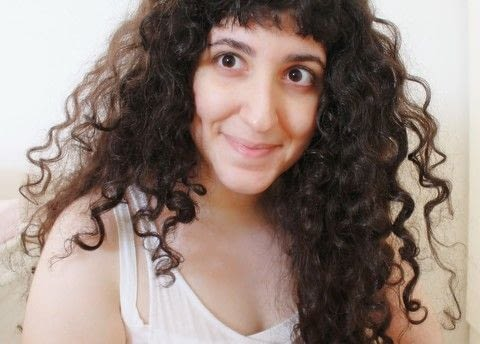 How to define naturally curly hair .  Free tutorial with pictures on how to style a curly hairstyle / wavy hairstyle in under 20 minutes by hairstyling with hair gel, hairdryer, and t shirt. How To posted by Mona S.  in the Beauty section Difficulty: Easy. Cost: Absolutley free. Steps: 7