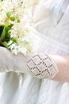 Wedding wrist warmers in silk .  Free tutorial with pictures on how to stitch a knit or crochet glove in 5 steps by knitting with knitting needles and yarn. Inspired by weddings. How To posted by Search Press.  in the Yarncraft section Difficulty: 3/5. Cost: 3/5.