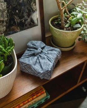 Print, Paint & Ink .  Free tutorial with pictures on how to wrap a furoshiki wrap bag in under 60 minutes by dyeing and stamping with cotton fabric, yarn, and ink pad. How To posted by Taunton Books.  in the Decorating section Difficulty: 3/5. Cost: Cheap. Steps: 10
