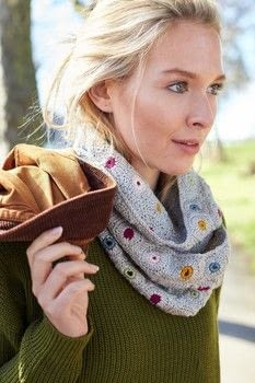 Crocheted Scarves and Cowls .  Free tutorial with pictures on how to make a cowl in 4 steps by crocheting with yarn, crochet hook, and sewing needle. How To posted by Ryland Peters & Small.  in the Yarncraft section Difficulty: 3/5. Cost: 3/5.