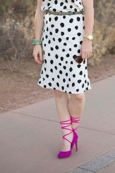 This super easy sheath dress can be dressed up or down! .  Free tutorial with pictures on how to make a shift dress in under 120 minutes by sewing and dressmaking with stretch fabric and thread. How To posted by BonnieWhiskem.  in the Sewing section Difficulty: Simple. Cost: No cost. Steps: 5