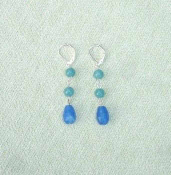 Jewelry, beading, beads, earrings, simple, beaded .  Free tutorial with pictures on how to make a dangle earring in under 15 minutes by beading with earring hooks, glass beads, and charms. How To posted by Harmonees.creations.  in the Jewelry section Difficulty: Easy. Cost: Cheap. Steps: 5