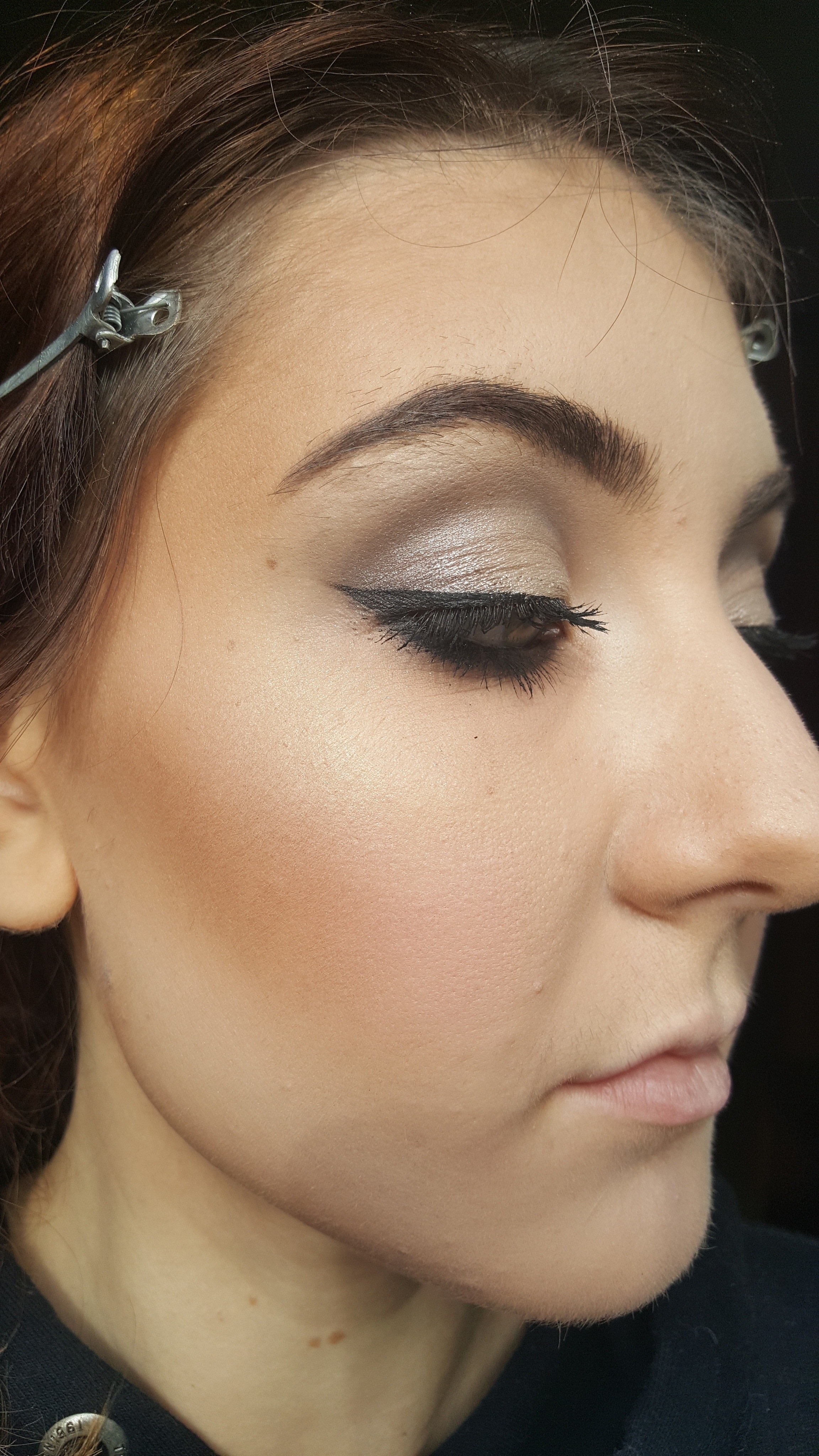 Free tutorial with pictures on how to create a tan or contour makeup in under