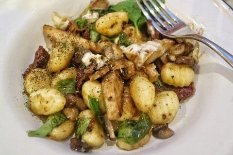 A simply gnocchi dish with basil, veggie chicken, mozzarella, mushrooms and sun-dried tomatoes .  Free tutorial with pictures on how to cook gnocchi in under 15 minutes by cooking with gnocchi, garlic cloves, and olive oil. Recipe posted by Cat Morley.  in the Recipes section Difficulty: Easy. Cost: Cheap. Steps: 5