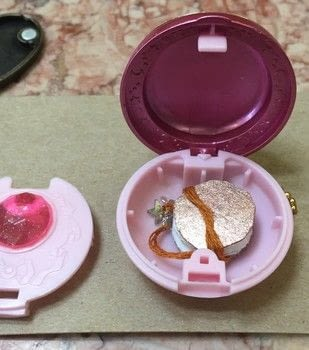 .  Make a locket in under 120 minutes Inspired by anime & manga and sailor moon. Version posted by Kinhime Dragon. Difficulty: 3/5. Cost: Cheap.