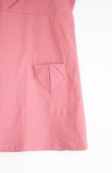 A sweet detail using origami folding methods .  Free tutorial with pictures on how to sew a pocket in under 20 minutes by sewing with fabric. How To posted by Sanae I.  in the Sewing section Difficulty: Simple. Cost: Absolutley free. Steps: 7