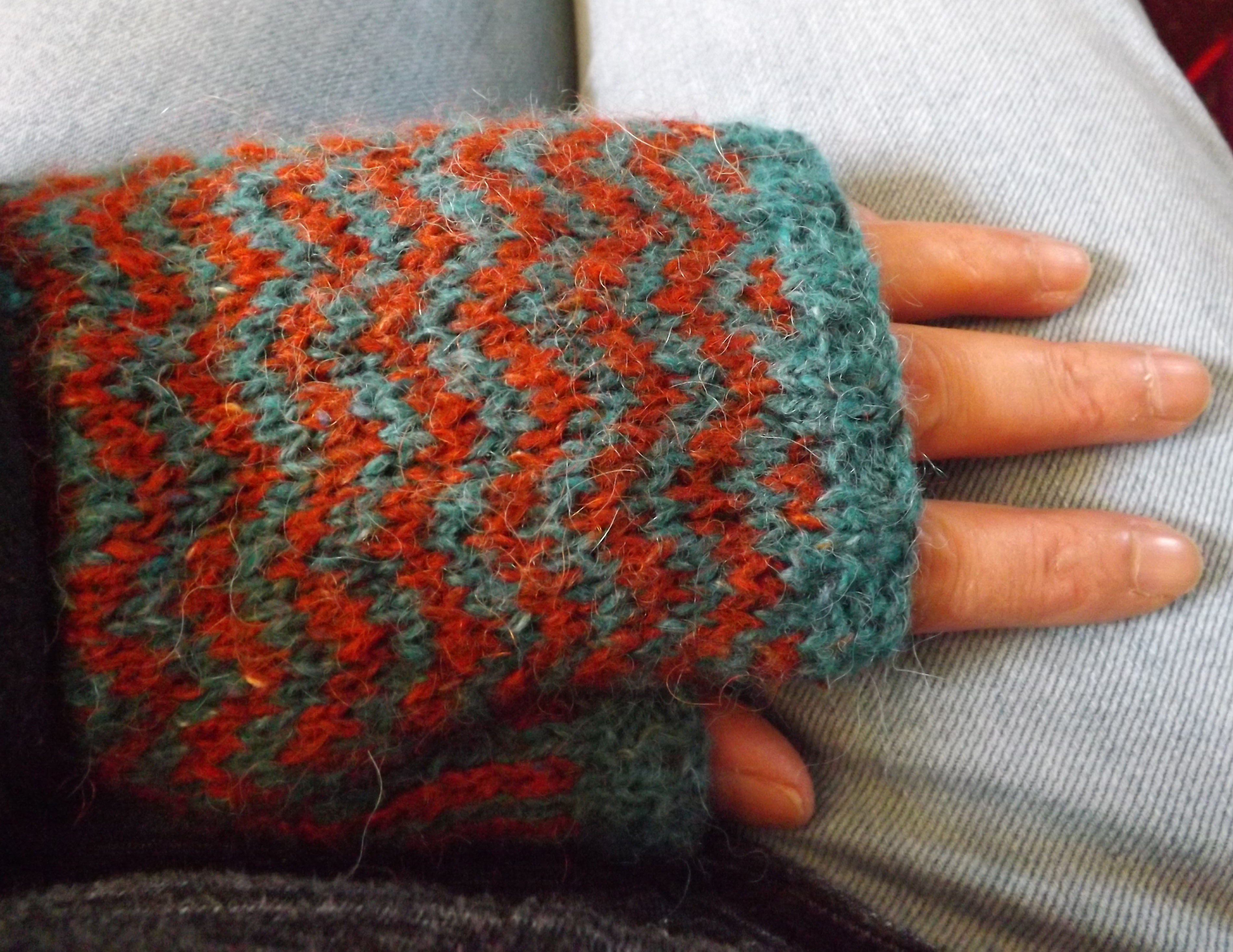Zig Zag Mitts · Fingerless Gloves · Yarncraft on Cut Out + Keep ...