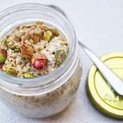 Rose & Pistachio Overnight Oats