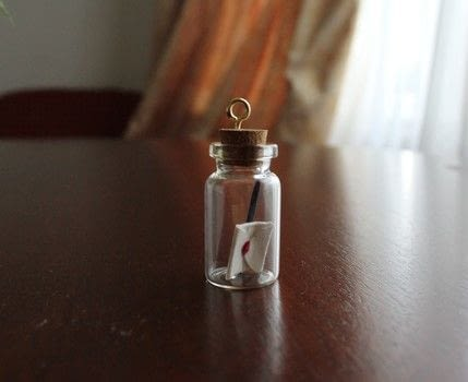 Make a Harry Potter Themed Jar Necklace .  Free tutorial with pictures on how to make a vial charm in under 20 minutes by jewelrymaking Inspired by harry potter. How To posted by Vintagonista Vintage.  in the Jewelry section Difficulty: Simple. Cost: Cheap. Steps: 5