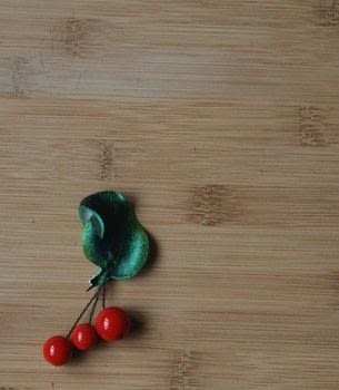 A cherry brooches made of plastic and beads .  Free tutorial with pictures on how to make a brooch / pin in under 60 minutes by jewelrymaking with découpage varnish, sponge, and glue gun. How To posted by Nanna M.  in the Jewelry section Difficulty: Simple. Cost: Cheap. Steps: 6